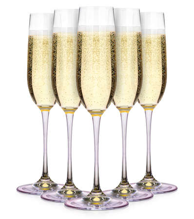 brindisi spumante: Bicchieri di champagne isolato su uno sfondo bianco