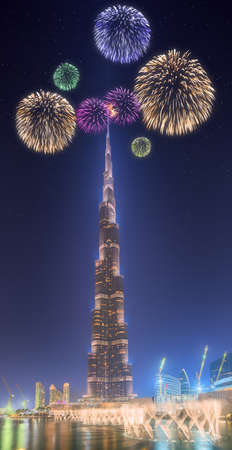 fiesta popular: Beautiful fireworks above dancing fountain in front of Burj Khalifa in Dubai, UAE