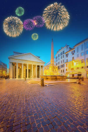 fiesta popular: View of Pantheon, Rotonda square and Fountain at night light. Rome, Italy
