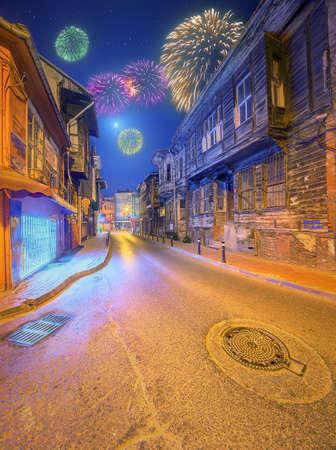 fiesta popular: Fireworks above old streets of Istanbul, Turkey
