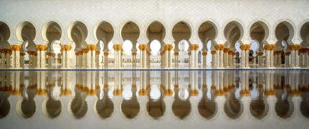 Sheikh Zayed Moschee in der Dämmerung, Abu-Dhabi, Vereinigte Arabische Emirate Standard-Bild - 67853914