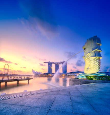 비즈니스 베이 싱가포르 스카이 라인의 활기찬 파노라마 배경