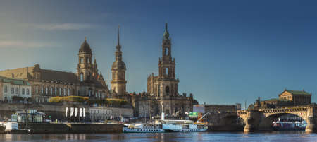 Cityscape of Dresden at Elbe River and Augustus Bridge, Dresden, Saxony, Germany Standard-Bild
