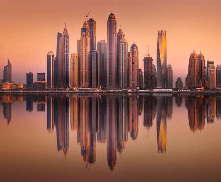 Vista de la bahía de Dubai Marina desde Palm Jumeirah, Emiratos Árabes Unidos