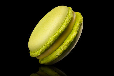 Macro photo of french green tea macaroon with reflection isolated on black Stock fotó