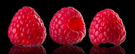 Set of raspberry with reflection isolated on black background Banque d'images