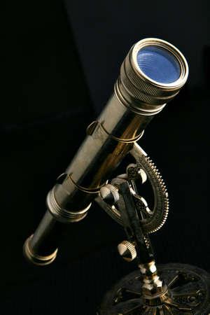 Vintage telescope isolated on black 版權商用圖片