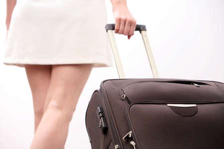 Jeune femme tire ses bagages Banque d'images - 4331107