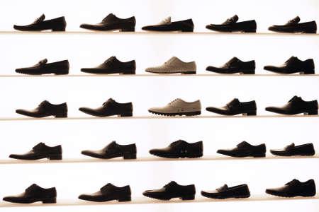 tienda de zapatos: Zapatos en la pantalla Foto de archivo