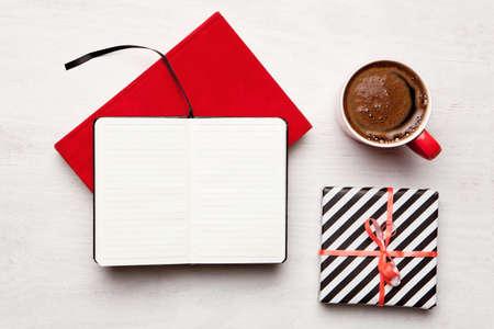 Célébration des fêtes de Noël. Vue de dessus avec copie espace. Faire une liste de cadeau. Saint Valentin. Une fête d'anniversaire Banque d'images - 33610333