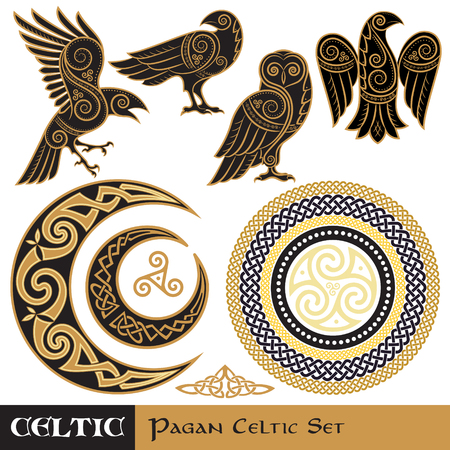 Set di magia celtica. Celtic corned Moon and Sun, Celtic Owl, Celtic Raven Archivio Fotografico - 90666496