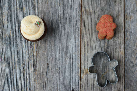 cookie cutter: Gingerbread Man Cupcake with cookie and Cookie Cutter on Wooden Background