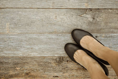 Feet. First-Person view  on rustic wood Floor background. Banque d'images