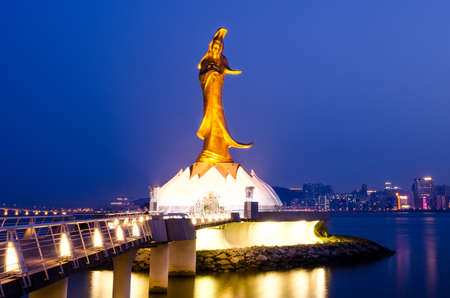 夕方、慈悲の女神、マカオのランドマークの觀音像 写真素材