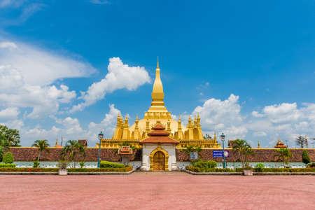 ラオス旅行のランドマーク、黄金パゴダ wat Phra それルアン ビエンチャンで。仏教寺院です。アジアの有名な観光地。