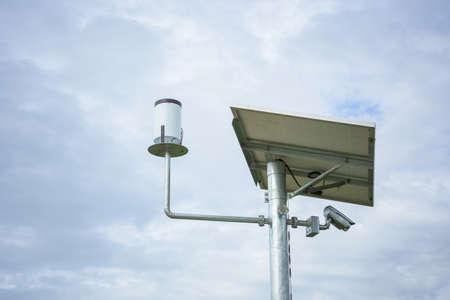 rain gauge: Pluvi�metro, Estaci�n meteorol�gica. Foto de archivo