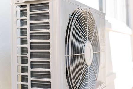 エアコンのコンプレッサー。