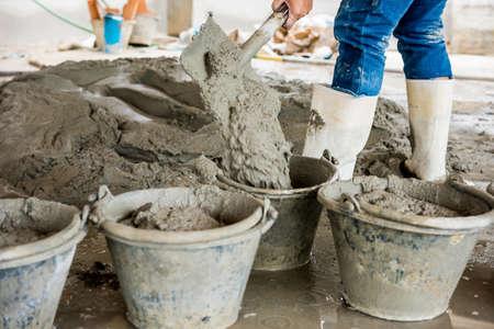 cemento: El cemento húmedo. El cemento húmedo mezclado para la construcción