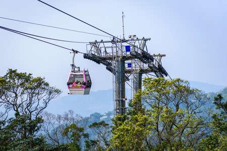 台北, 台湾 - 2017 年 4 月 1 日: ロープウェイ ケーブルカー。ロープウェイは、台北でゴンドラ リフト輸送システムです。