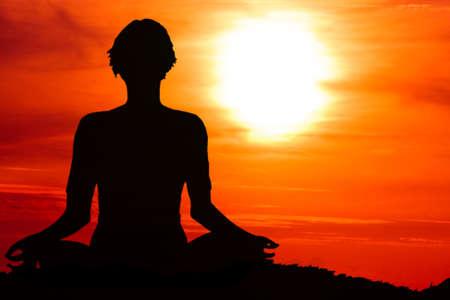 Frau meditiert Lizenzfreie Bilder