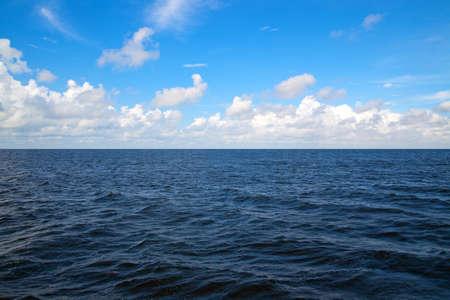 sea line: ocean horizon
