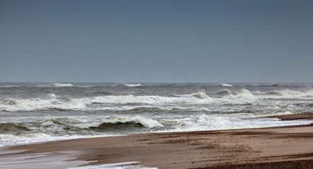 horizonte: horizonte del oc�ano con las nubes de tormenta Foto de archivo