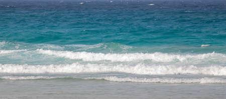 olas de mar: las olas del mar en la playa Foto de archivo