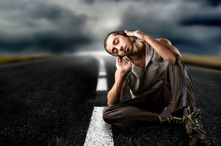 oir: un ni�o en la calle, escuchar la m�sica