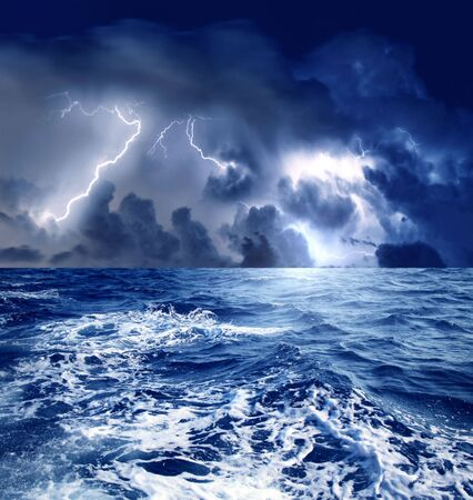 temp�te: une temp�te sur la mer