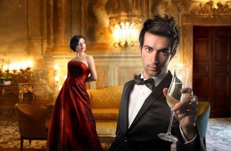 luxe: Jeune couple dans un h�tel de luxe Banque d'images