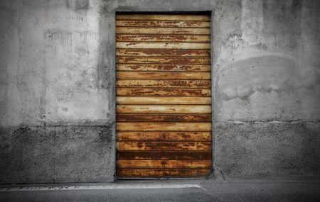 portcullis: Vecchio arrugginito ingresso di un negozio