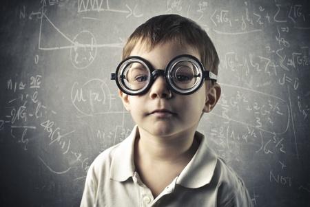 Niño con gafas gruesas Foto de archivo