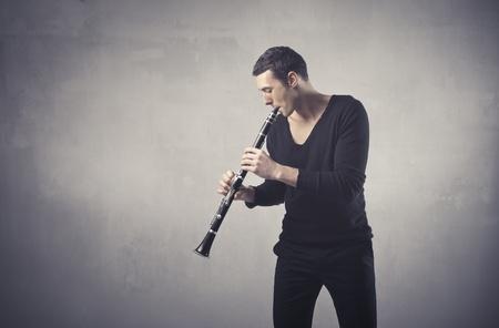 clarinete: Hombre tocando el clarinete