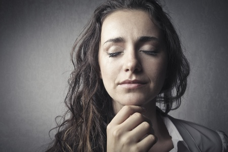 fille triste: Femme triste pleure
