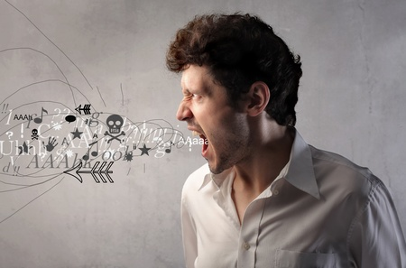 col�re: Homme en col�re en hurlant