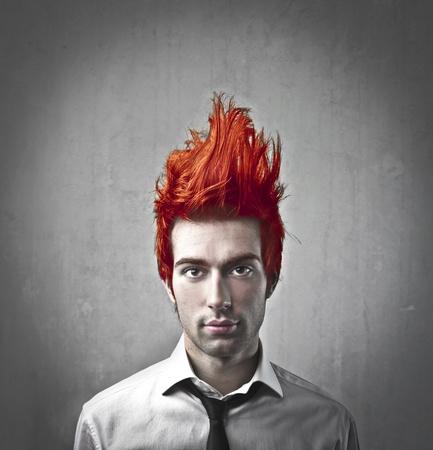 gente loca: Hombre de negocios joven con el pelo flamy en el aire Foto de archivo