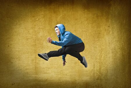 Young man jumping Stock Photo - 10916985