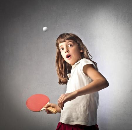 pingpong: Niña jugando ping pong Foto de archivo