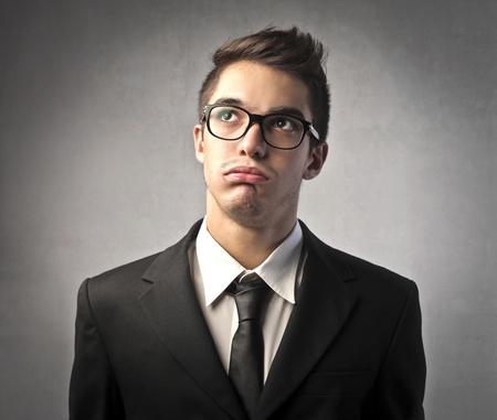 bored man: Uomo d'affari con espressione annoiata