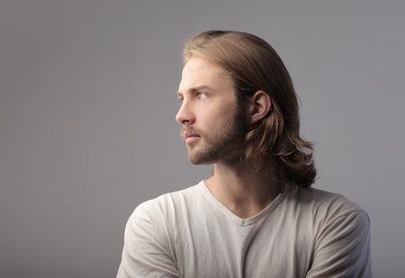 hombre de perfil: Perfil de un hombre guapo
