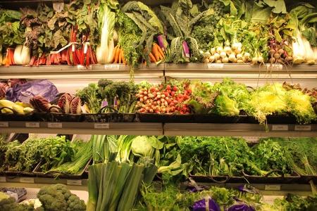 スーパー マーケットで新鮮な農産物直売所 写真素材