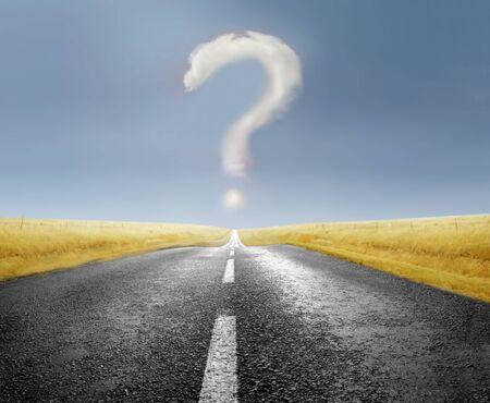 uncertain: Signo de interrogaci�n por un camino rural