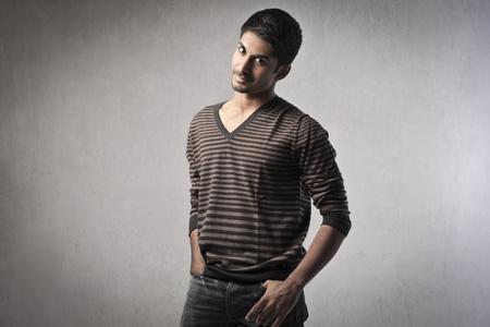 indianin: Przystojny młody człowiek indian