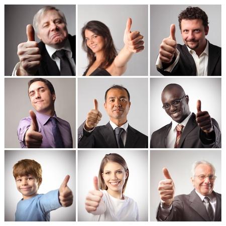 thumbs up group: Composizione di persone soddisfatte con i pollici in su