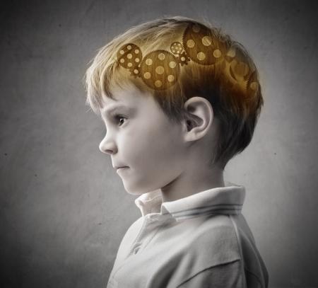 Kind met versnellingen in zijn hoofd