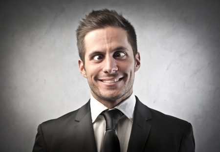 caras chistosas: Hombre loco haciendo caras graciosas Foto de archivo