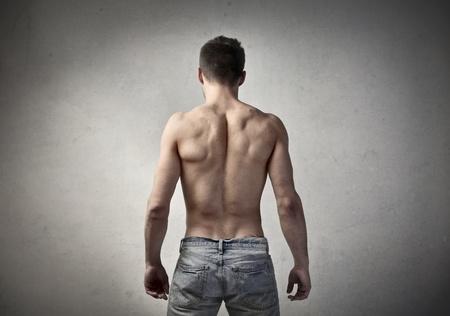 musculo: Vista trasera de un hombre musculoso con el torso desnudo Foto de archivo