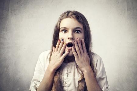stupor: Adolescente con expresi�n de asombro Foto de archivo