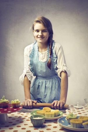 delantal: Sonriente adolescentes hornear dulces niñas