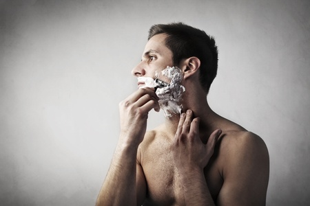 razor blade: Young man shaving